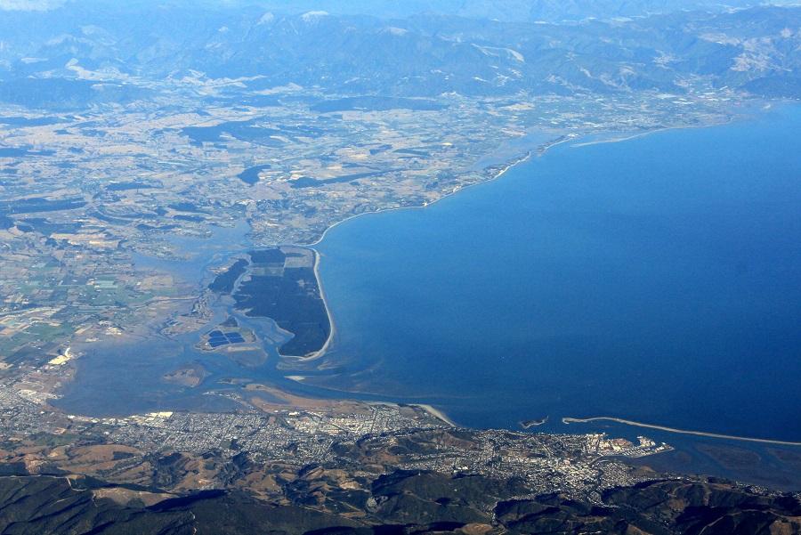La baie de Tasman et la ville de Nelson, au Nord de l'Ile du Sud