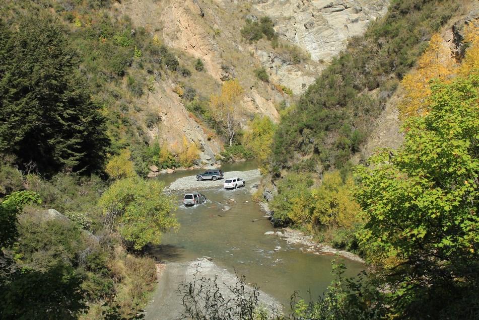 La piste longeant  l'Arrow River, réservée aux conducteurs de 4x4 expérimentés